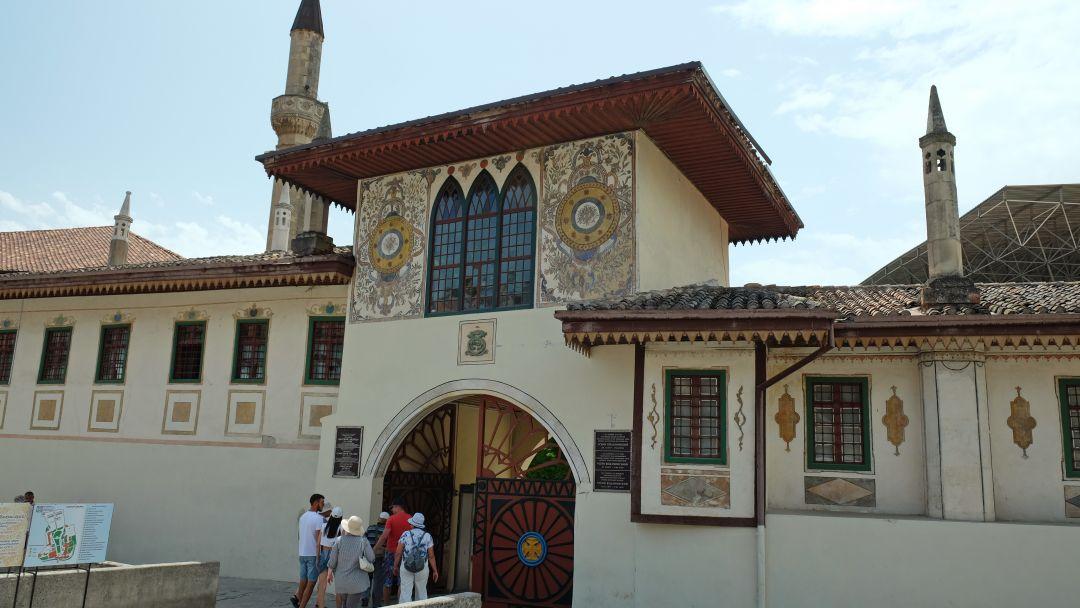 Экскурсия в Бахчисарай (Ханский дворец,Чуфут-Кале, Успенский монастырь) - фото 2