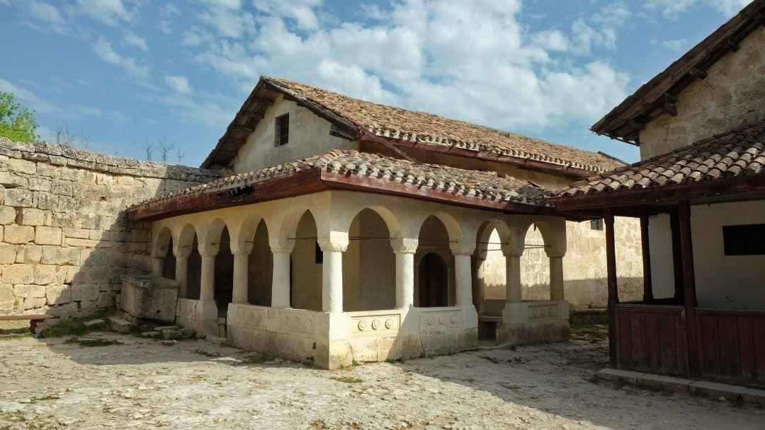 Экскурсия в Бахчисарай (Ханский дворец,Чуфут-Кале, Успенский монастырь) - фото 4