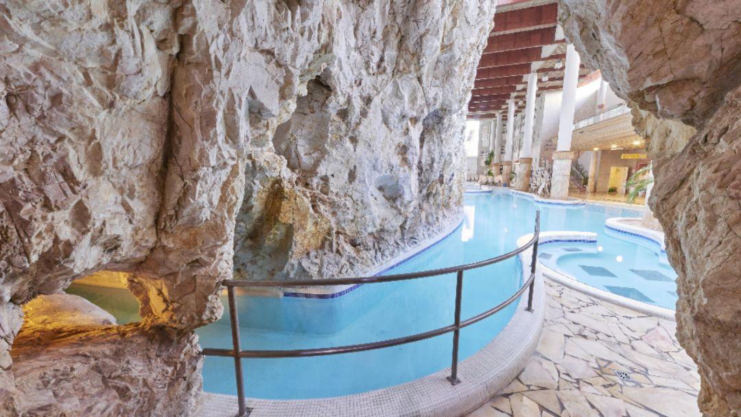 Пещерная купальня Мишкольцтапольца и барочный город Эгер - фото 11