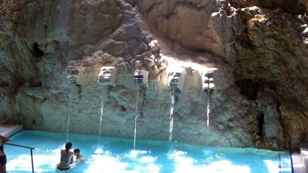 Пещерная купальня Мишкольцтапольца и барочный город Эгер