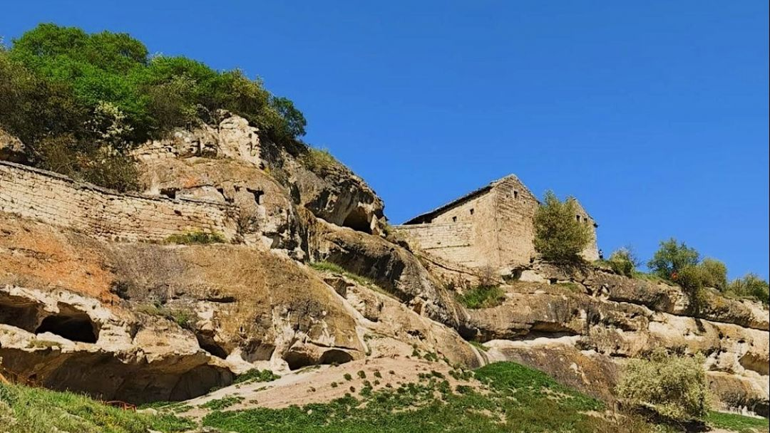 Пещерный город Чуфут-Кале - фото 2