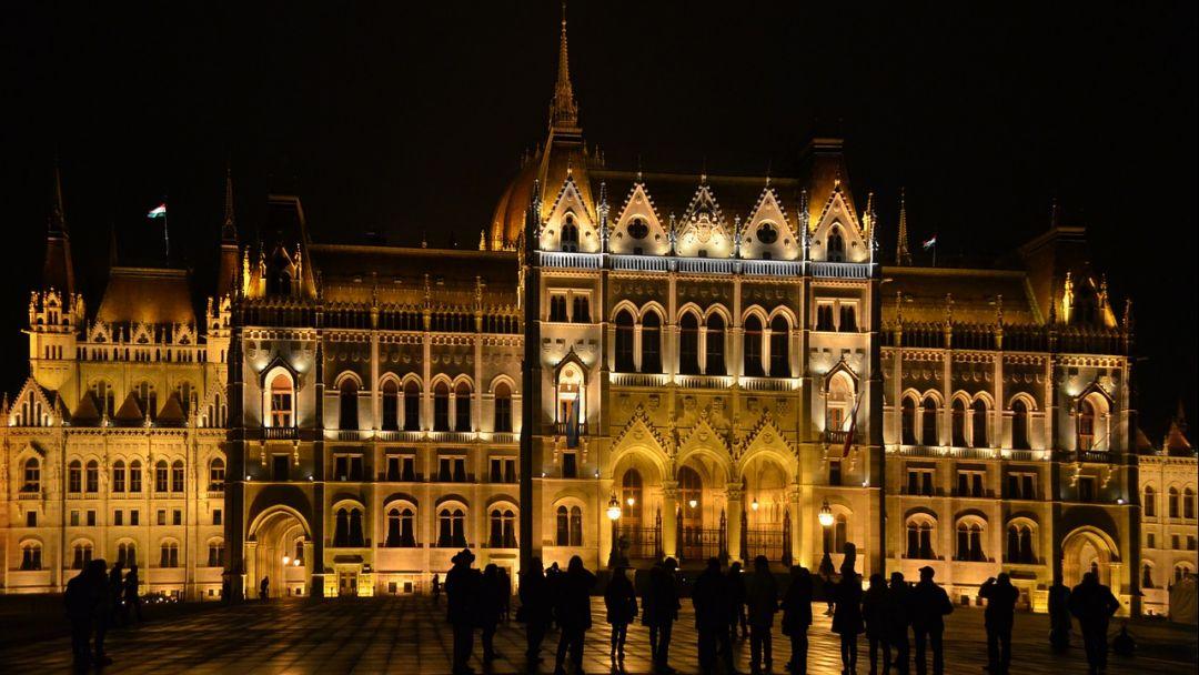 Игра света и тени - прогулка по вечернему Будапешту - фото 2