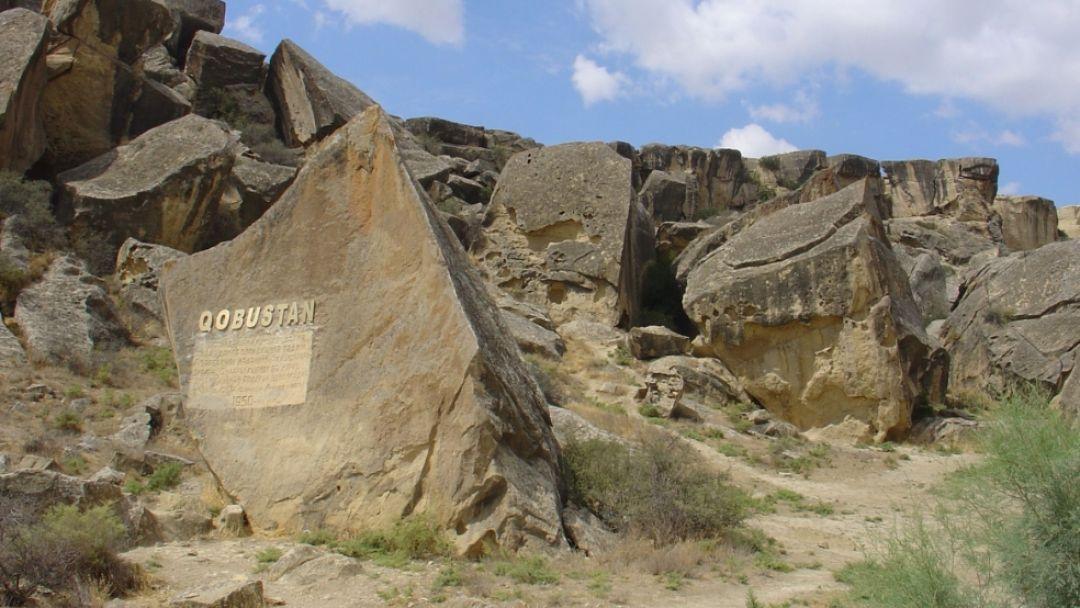 Экскурсия в Гобустан и Апшерон