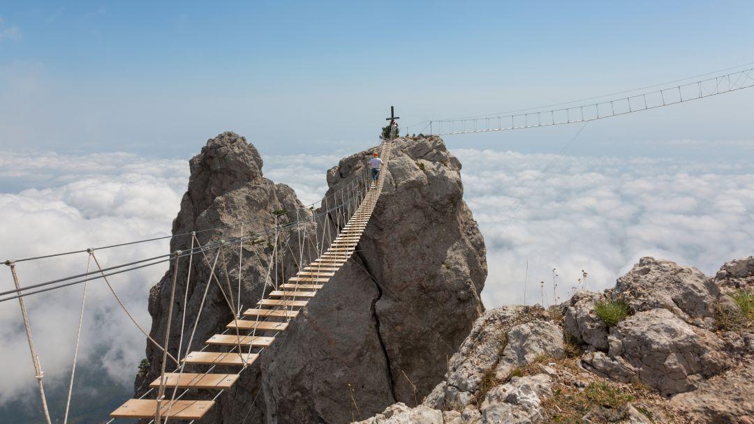 Вершины горы Ай-Петри и Ялта в Севастополе